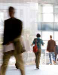 Bei der Zeiterfassung geschummelt Arbeitszeitbetrug: Wann Abmahnung oder Kündigung drohen